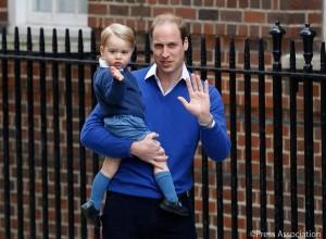 ジョージが手を振る