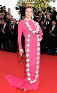 衝撃的すぎるネックレスカンヌドレス