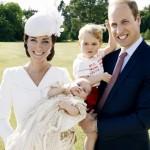 洗礼式のシャーロットちゃんの全写真公開!覗くジョージ王子が可愛すぎる!