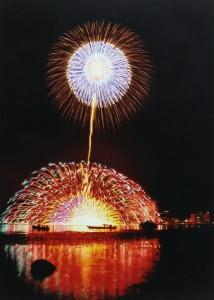 湖上の大輪 諏訪湖祭り湖上花火大会