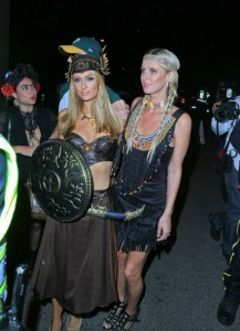 paris-and-nicky-hilton-at-george-clooneys-casamigos-halloween-party-36-620x857